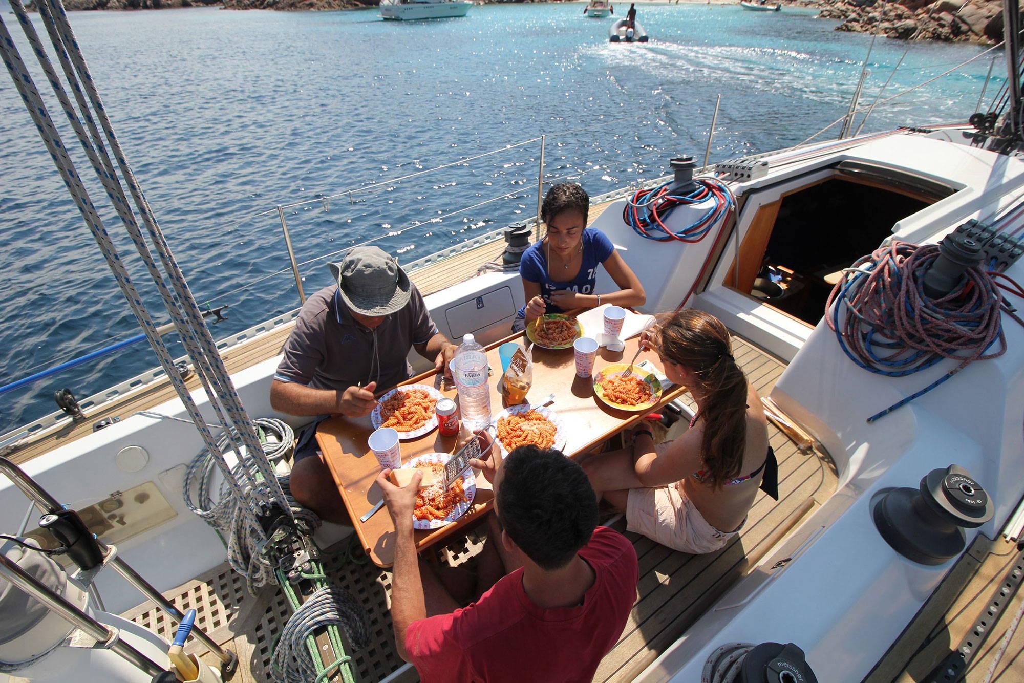escursioni-in-barca-pranzo-a-bordo-2-2