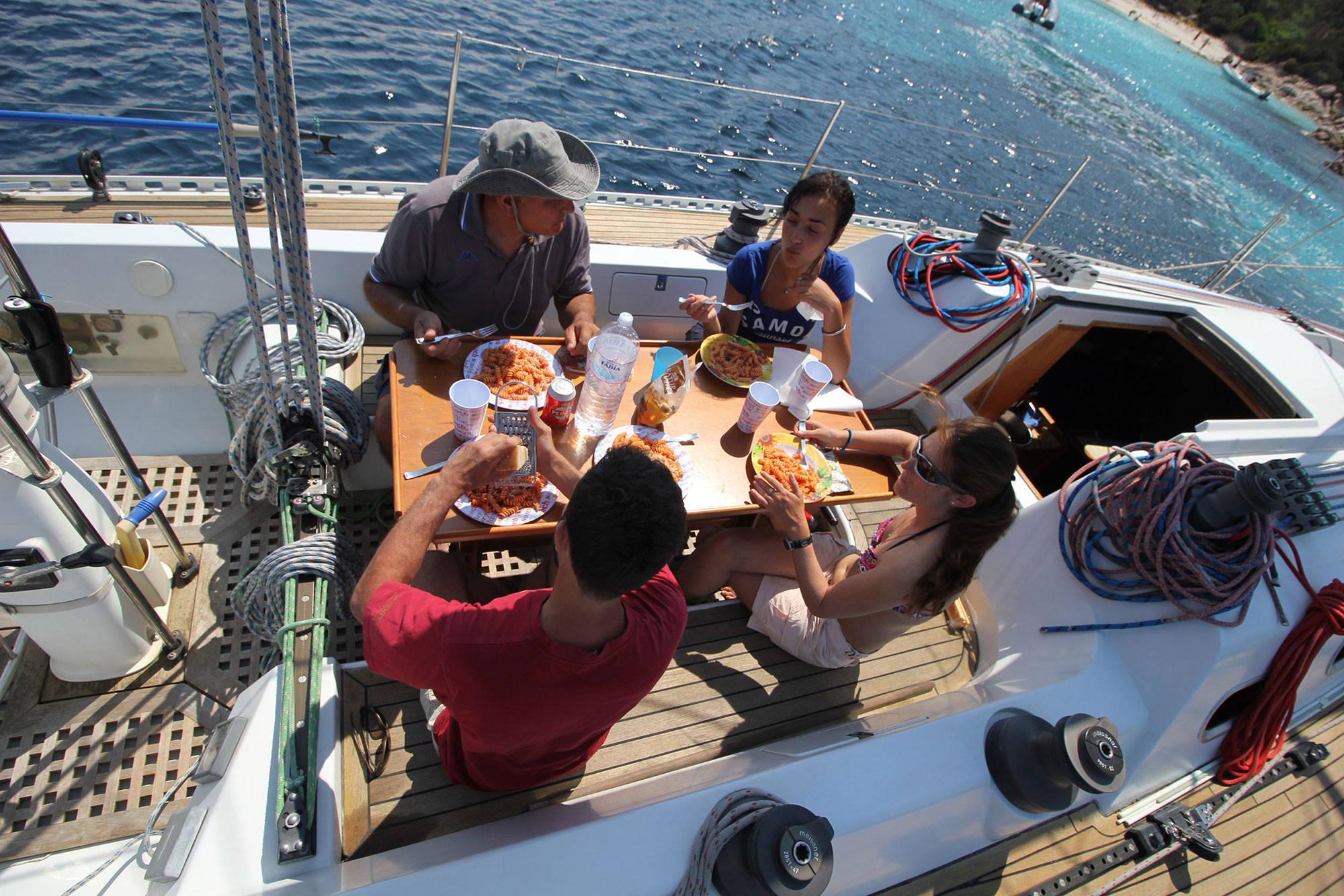 escursioni-in-barca-pranzo-a-bordo-2
