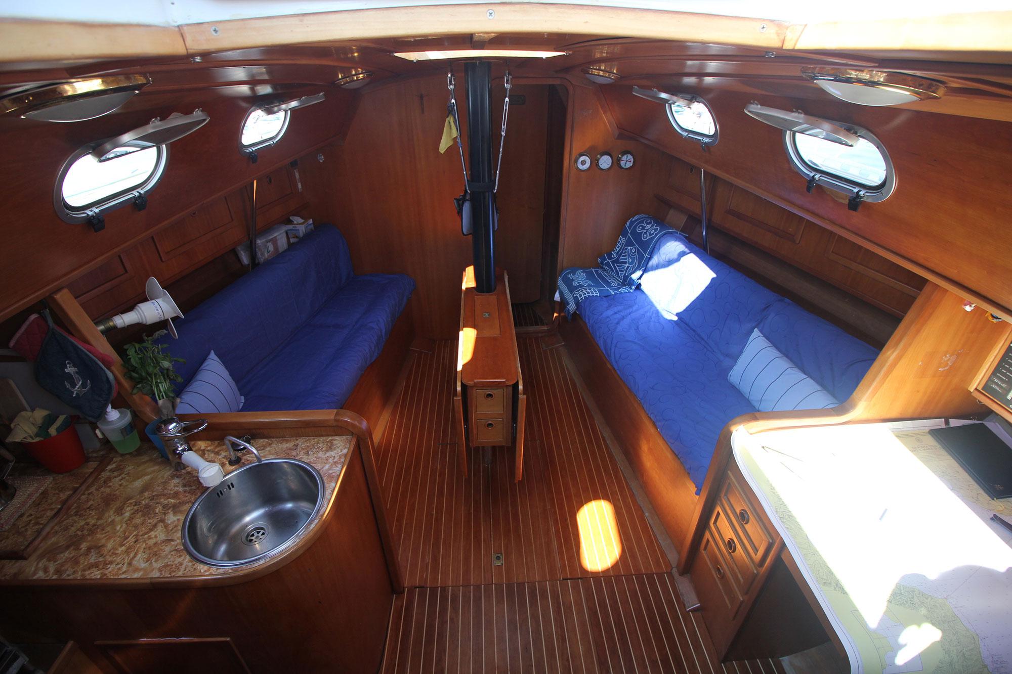 interno-barca-athena-sail